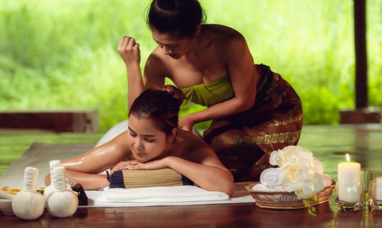 Duas mulheres - massagem tailandesa
